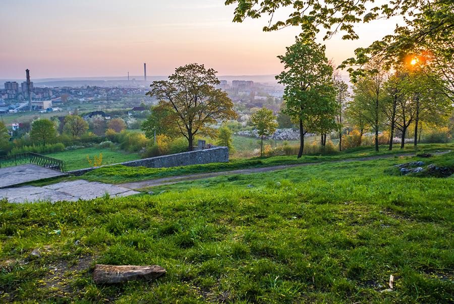 Poranny, wiosenny widok na Kielce z Karczówki.