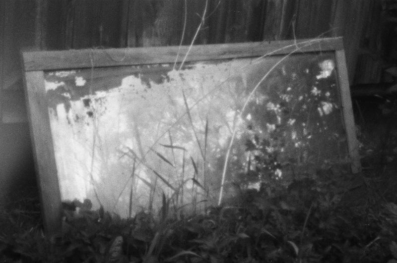 Kilkudziesięcioletnie lustro należące niegdyś do moich pradziadków, fotografia otworkowa.