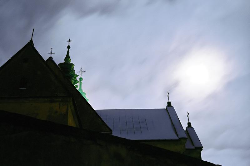 Klasztor na Karczówce w zimową noc, Kielce.