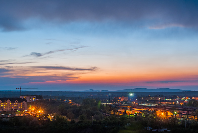 Widok ze szczytu kamieniołomu na Ślichowicach, w tle widoczne Pasmo Oblęgorskie oraz Pasmo Dobrzeszowskie.