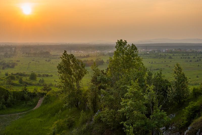 Wieczorowy widok z Grabiny w kierunku północno-zachodnim.