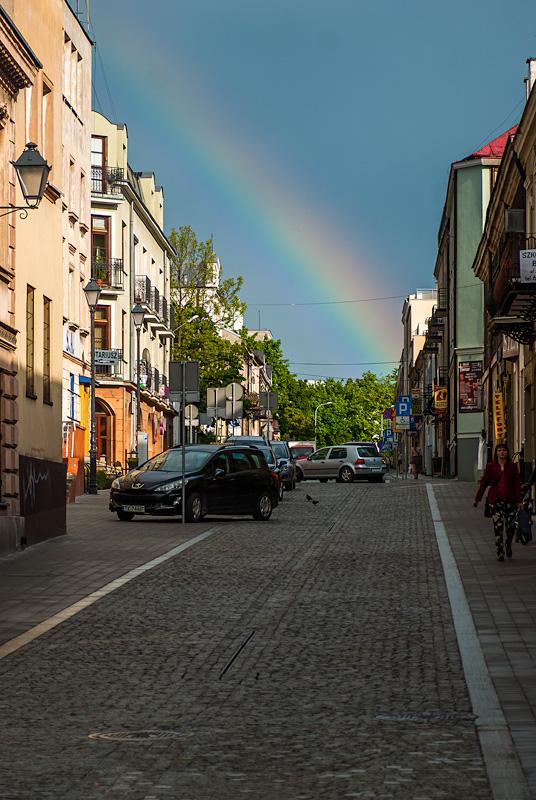 Tęcza nad ulicą Świętego Leonarda w Kielcach.