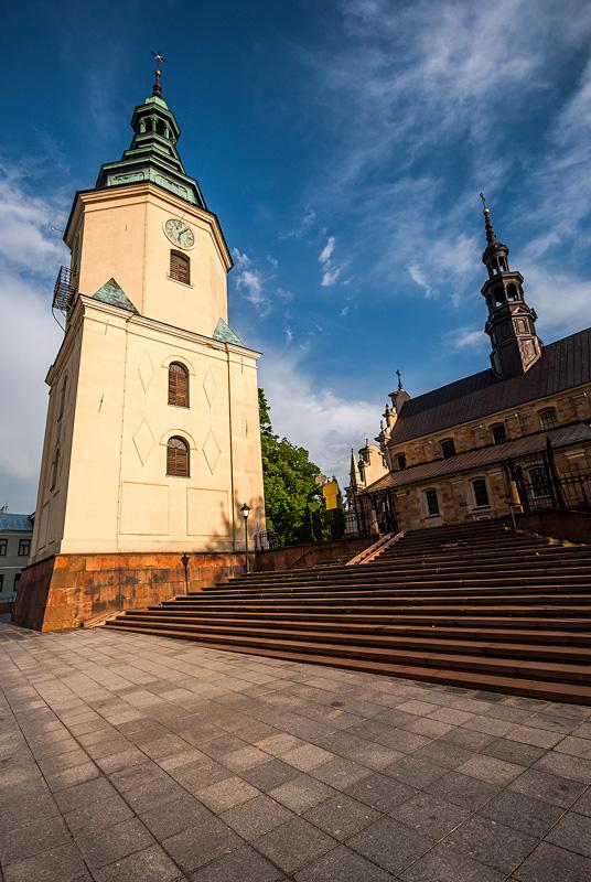 Dzwonnica przy bazylice katedralnej Wniebowzięcia Najświętszej Maryi Panny w Kielcach.