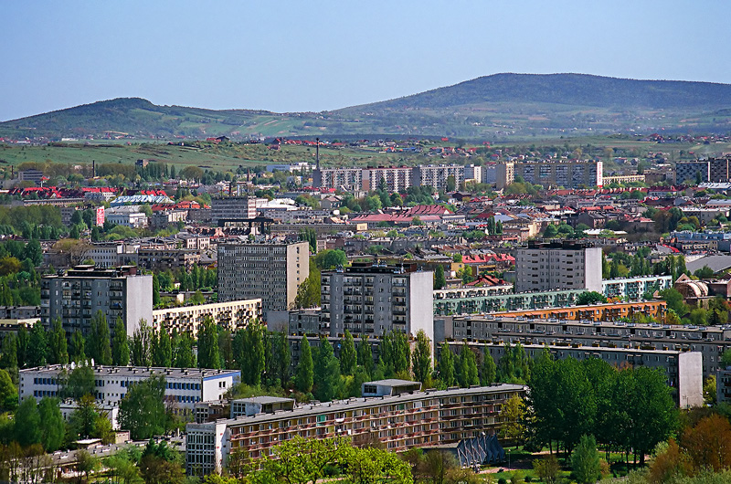 Krajobraz na Kielce, w tle od lewej Radostowa, Łysica i Agata.