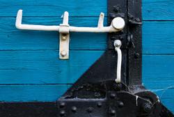 Drzwi wąskotorowego wagonu towarowego