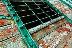 Okno starego wagonu wąskotorowego