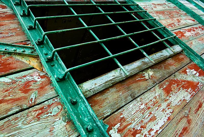 Ciuchcia Expres Ponidzie - zakratowane okno.
