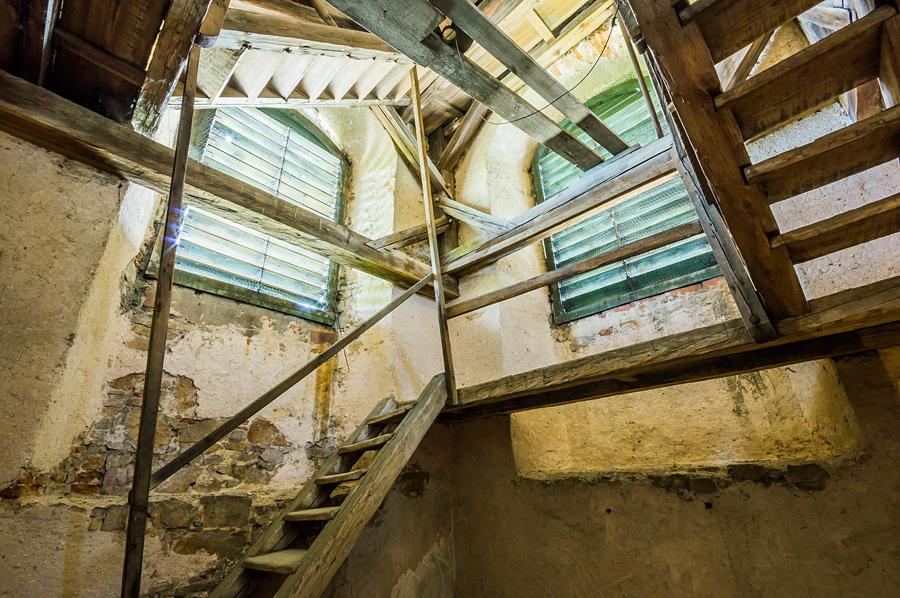 Klasztorne schody prowadzące na szczyt wieży.